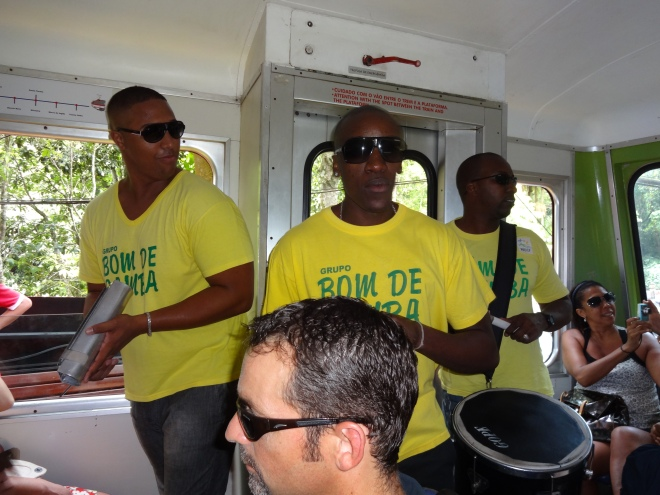Samba band on the Trem