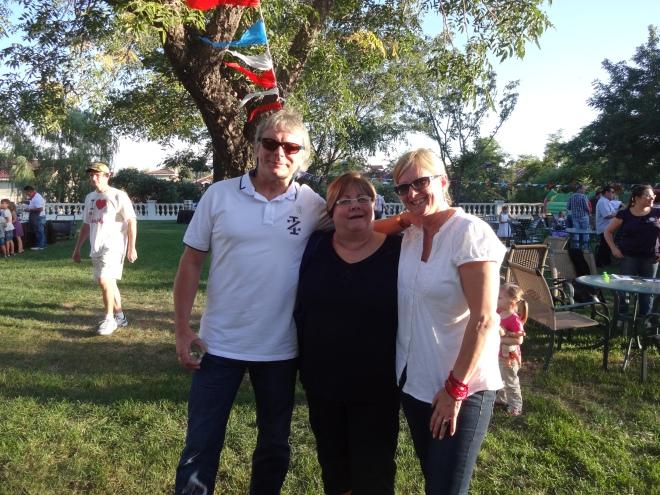 Love these guys!! Curt, Robin & Wanda